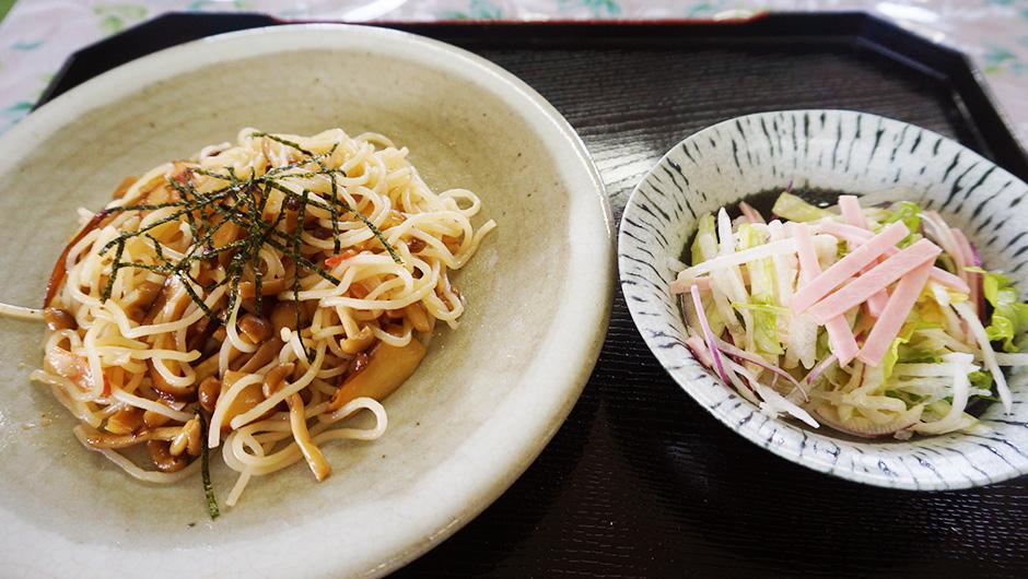 キノコスパゲティ(サラダ付) 600円